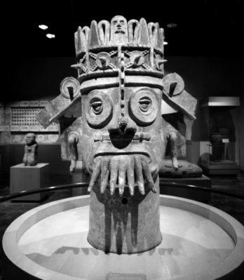 Imagen: Chalchiuhtlicue, monolito antropomorfo, Museo Nacional Arqueológico de México