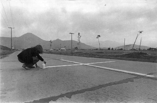 Una milla de cruces sobre el pavimento (1979)