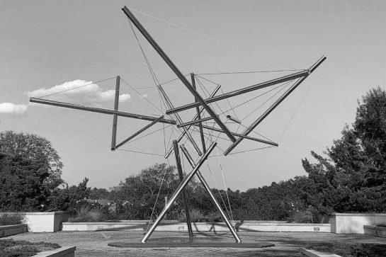 Ejemplo de tensegridad: Kenneth Snelson Sculpture - Tree I (1979–198).
