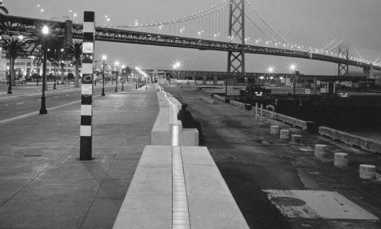 """Promenade Ribbon"" 1995, San Francisco (California). Proyecto de Barbara Stauffacher Solomon, Vito Acconci y Stanley Saitowitz."