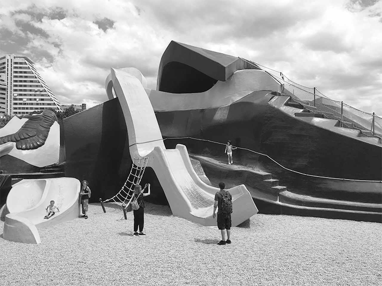 En la estatua experimentamos la sensación de los liliputienses en el libro Los Viajes de Gulliver