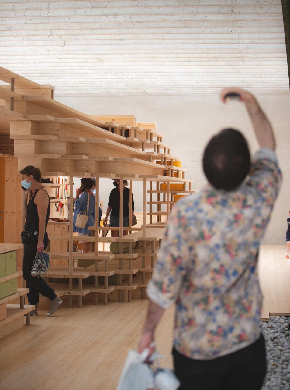 El pabellón comisariado por el Museo Nacional de Noruega, Helen & Hard Architects y Anna Ihle, ha desarrollado una tecnología totalmente en madera